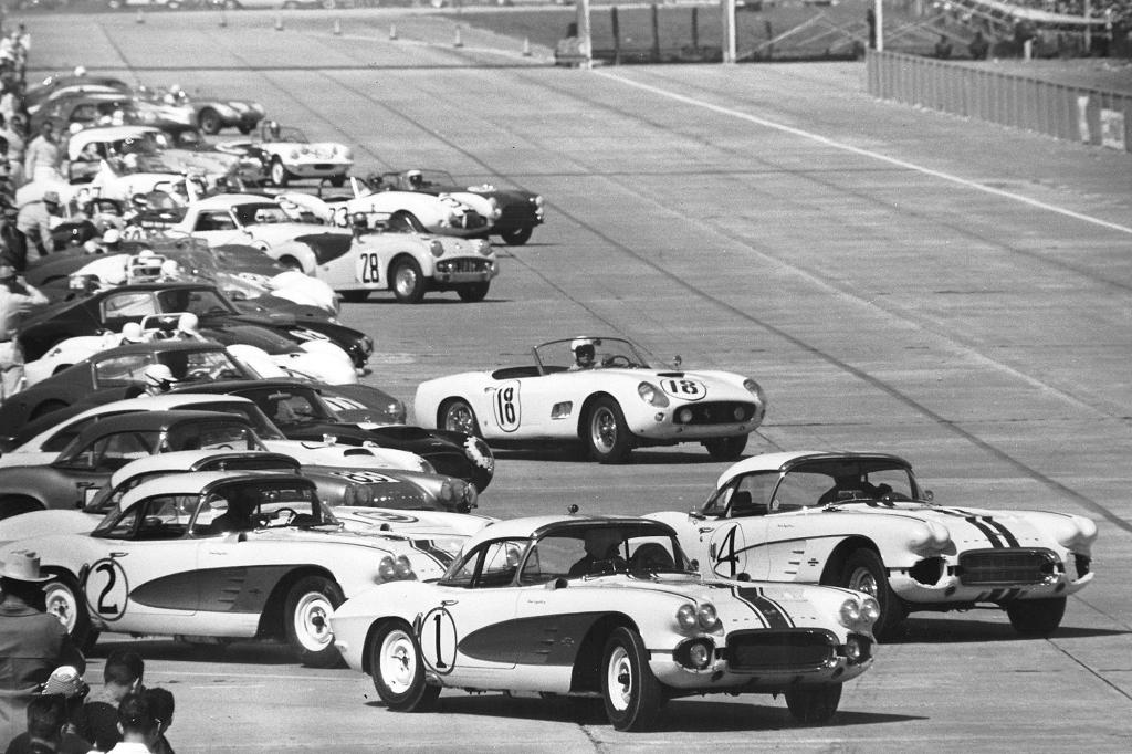 The start of the 1961 12 Hours of Sebring.