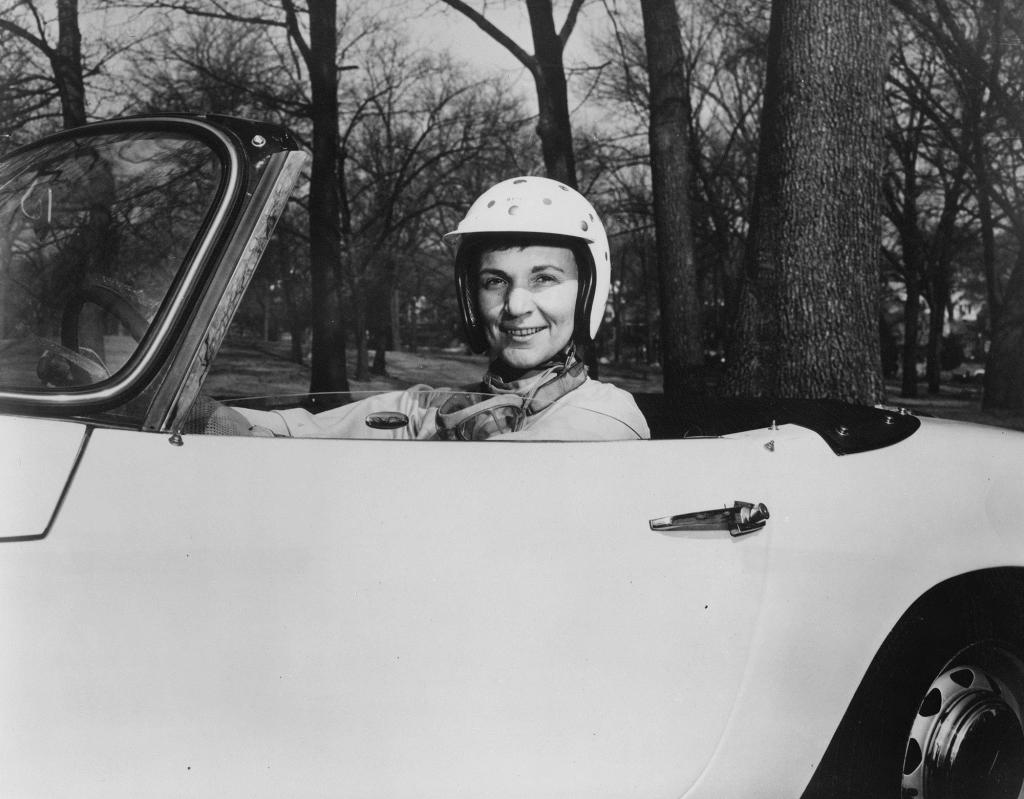 https://imagesvc.timeincapp.com/v3/mm/image?url=https%3A%2F%2Fcdn-s3.si.com%2Fimages%2Fdenise-mccluggage-car-portrait.jpg&q=85